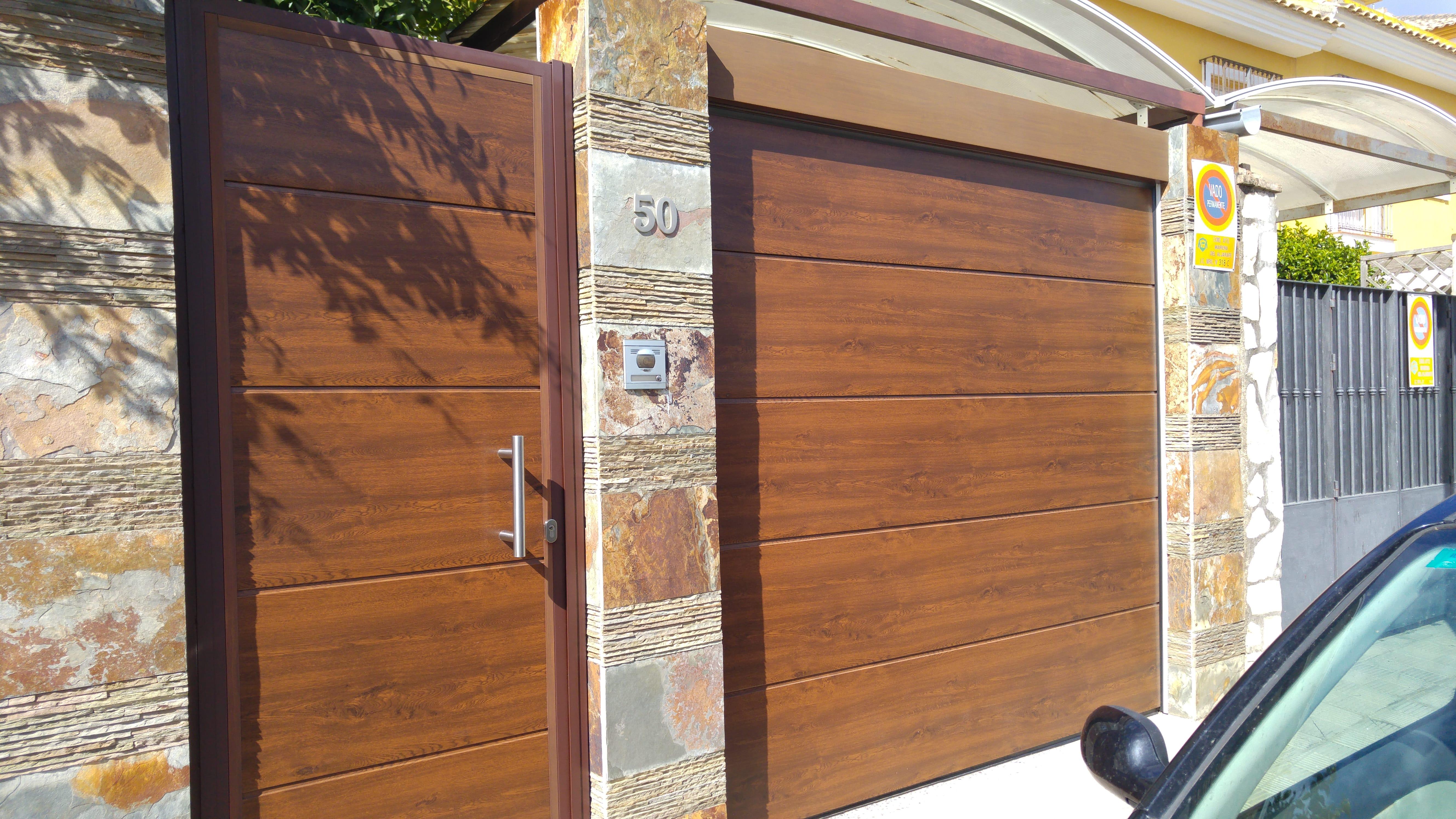 puertas de garaje rústicas