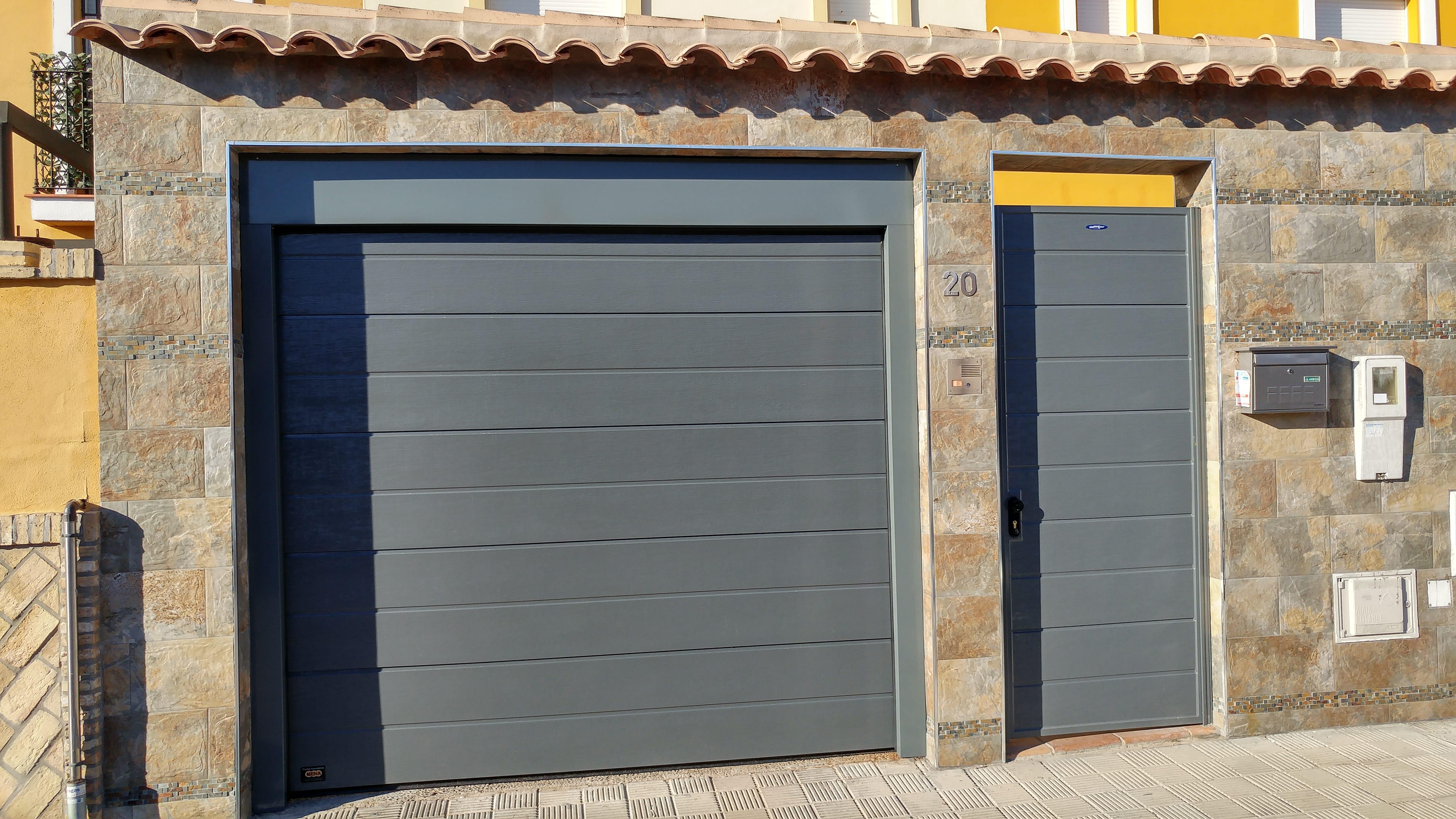 Puertas autom ticas de garaje puertas autom ticas mena - Mecanismo puerta garaje ...