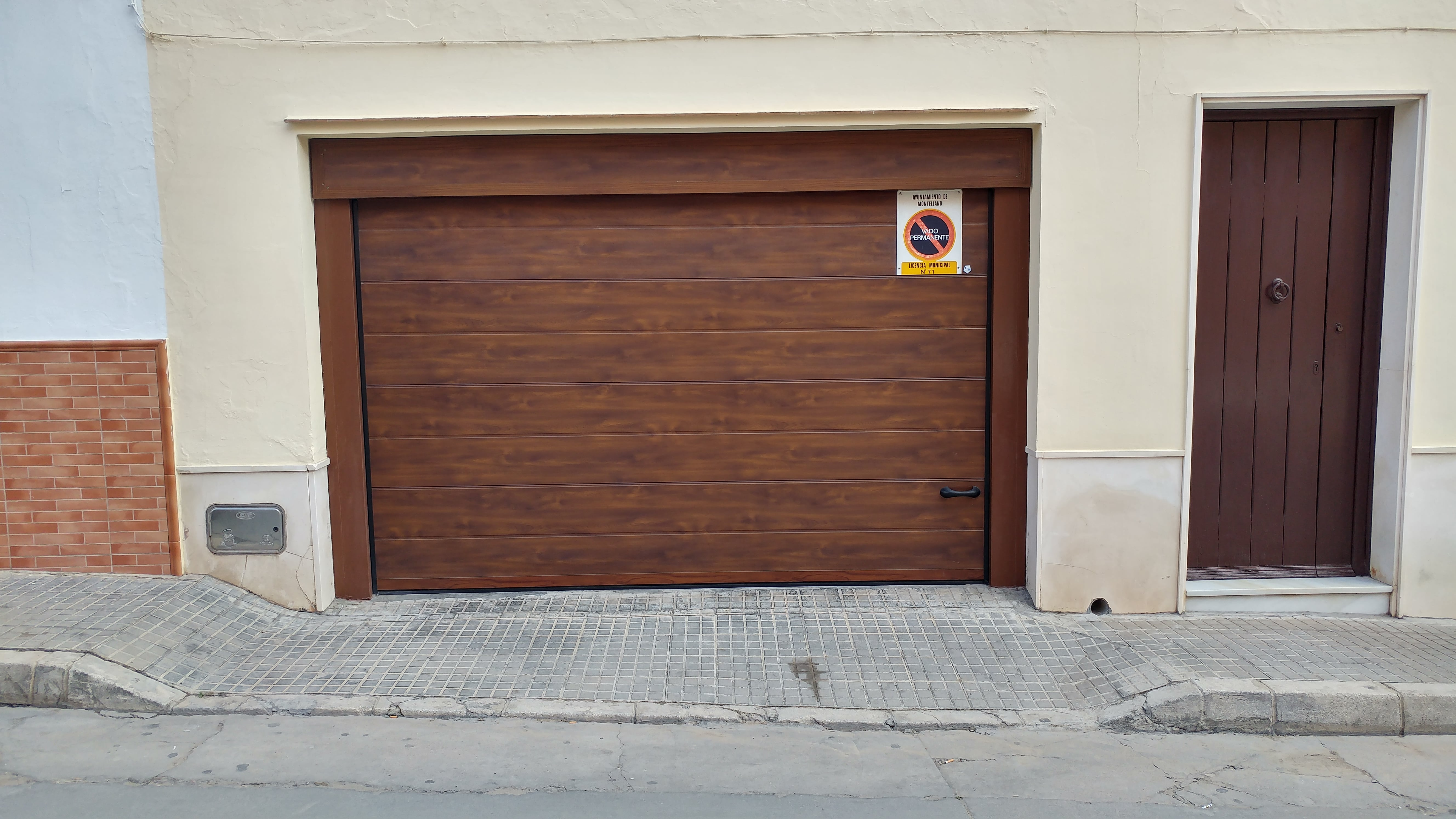Cancelas de madera amazing puerta en chapa con rombos y - Cancelas de madera ...