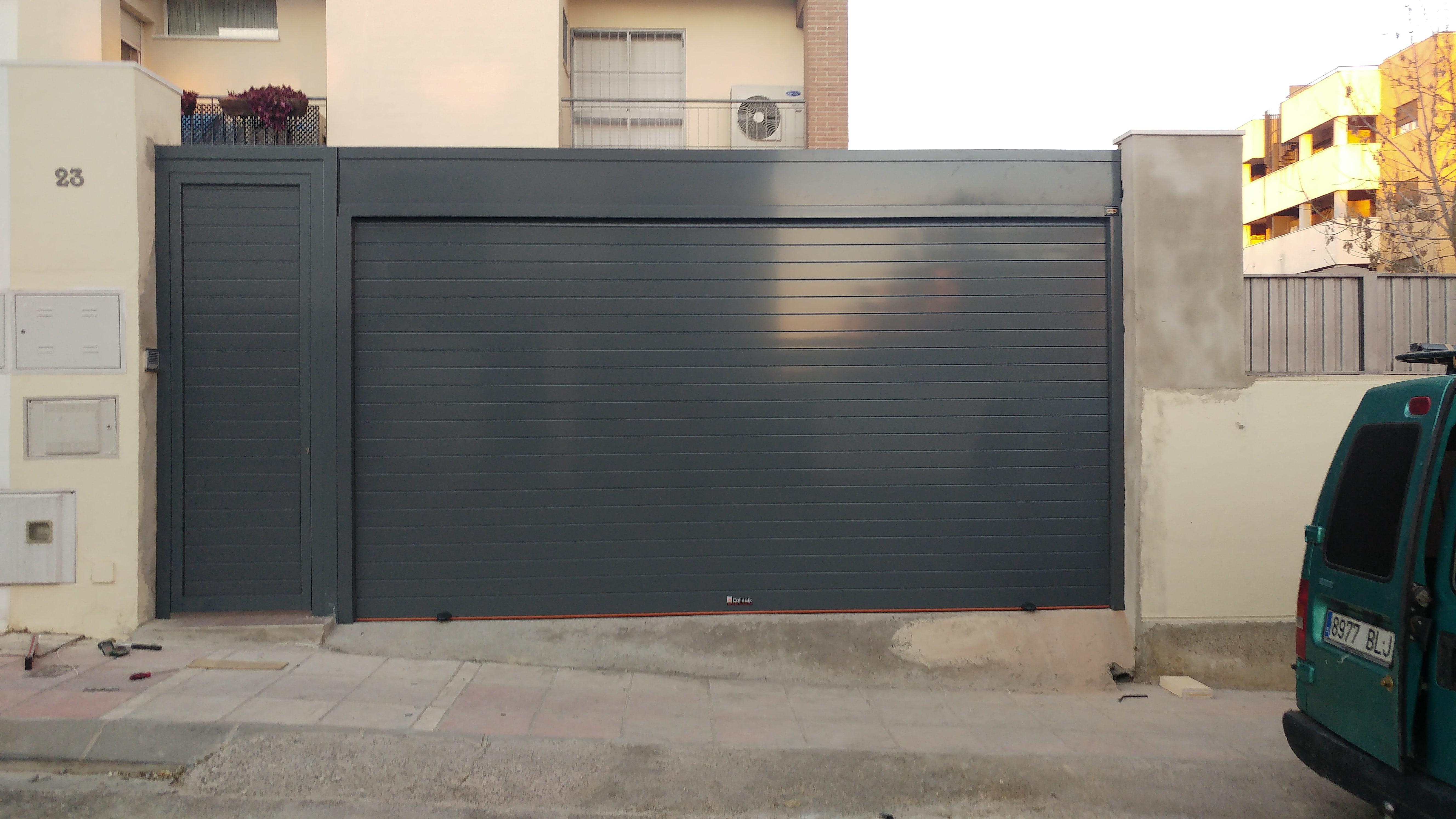 Puertas de garaje en sevilla puertas autom ticas mena for Precio de puertas enrollables