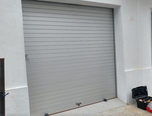 Puerta seccional lateral