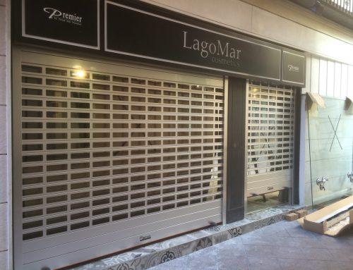 Puertas enrollables para comercios con poco espacio