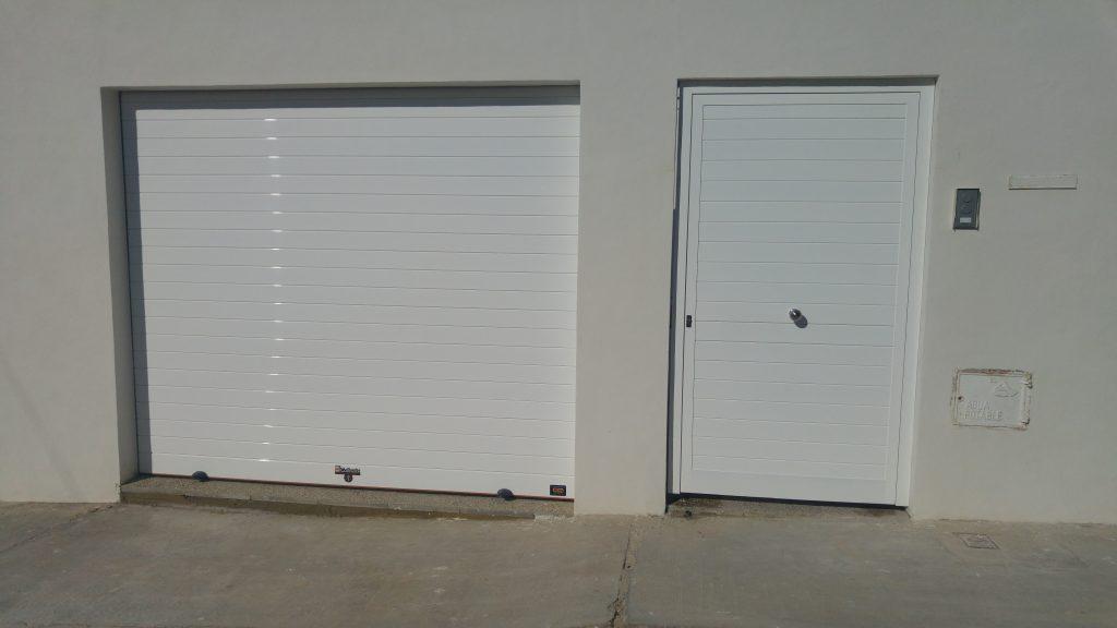 Puertas para cocheras puertas automaticas mena - Puertas para cocheras ...